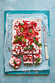 Strawberry cheesecake with fresh strawberries, crushed meringue and mint