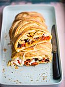Durum wheat plait with mozzarella and peppers