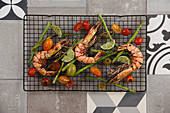 Grilled shrimps and green asparagus