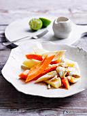 Joghurt mit Kardamom, Limette und tropischen Früchten