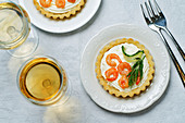 Shrimps-Tortelett mit Frischkäsemousse, Dill und Gurke