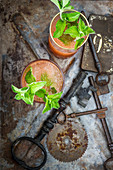 Frozen Cocktail mit Aperol, Mandelsirup, Tequila, Mezcal und Limettensirup