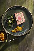 Terrine vom Iberico-Schwein mit Aprikosen-Rosmarin-Chutney