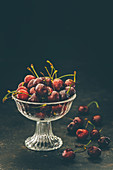 Cherries with stems in a glass bowl