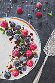 Berry tart with yoghurt cream and brittle