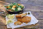 Vegetarische Schnitzel mit Gemüsesalat