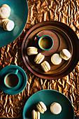 Ahornsirup-Macarons und Espresso