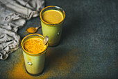 Goldene Milch mit Kurkuma