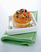 Bruschetta mit Paprika und Oliven