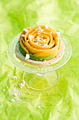 A meringue tartlet with green tea mousse and mango