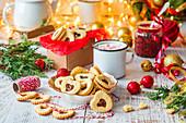Weihnachtsplätzchen mit Marmeladenherz