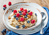 Porridge with berries and almonds