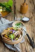 Röstkartoffelsalat mit Räucherforelle