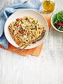 Schnelle Pasta mit Tomaten und Hühnerfleisch