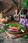 Rote Bete-Lasagne mit Parmesan und Basilikum