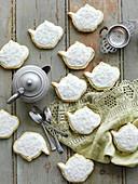 Earl Grey Plätzchen in Teekannenform mit Zuckerglasur