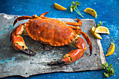 A crab, lemon wedges and parsley