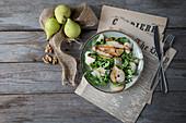 Rucola-Birnen-Salat mit Walnuss und Parmesan