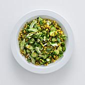 Weizensalat mit Gurke, Zucchini und Rucola