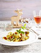 Zanderfilet auf Zucchini-Paprika-Tagliatelle
