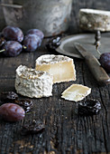 Blue cheese with rosemary and plums