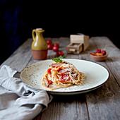 Bucatini in Tomaten-Speck-Sauce mit Pecorino