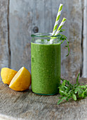 A green smoothie with lemon