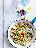 Spaghetti mit Grünkohl, Chilli und Parmesan