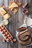 Brotlaib, Eier, Milchprodukte und Dosentomaten