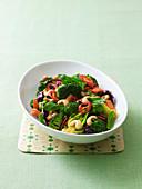 Wok-Gemüse mit Chili und Cashewkernen