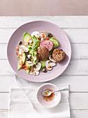 Schweinemedaillons mit Avocado-Pilz-Carpaccio