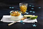 Joghurt-Quark-Creme mit Feijoa-Kompott und Mandelstreusel (weihnachtlich)