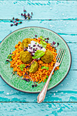 Bulgur salad with falafel and a cucumber and mint dip (vegan)