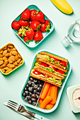 Gesunde Lunchbox fürs Büro oder die Schule (Aufsicht)