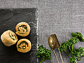 Bread snails with spring onions