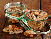 Cantuccini with cranberries and gingerbread spice in mason jars