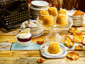 Steamed puddings with vanilla sauce (England)