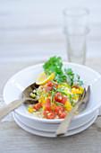Couscoussalat mit Tomaten und Paprika