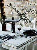 DIY-Weinglashalter aus Holzplatte