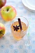 Apfelgelee mit Sternanis, Vanille und Zimt