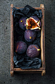 Fresh figs in a wooden box