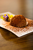 Carob energy balls made of millet with cocoa