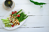 Roasted green asparagus with grilled halloumi (top view)