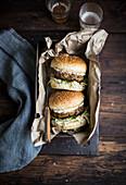 Burger mit Krautsalat