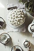 Baiserkuchen und Tee