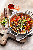 Vegetarian chili with bulgur, kidney beans and feta