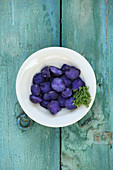 Bavaria meets Italy – purple potato wedges with salsiccia