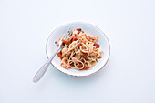 Spaghetti and tomato salad with prawns