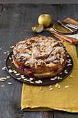 Apfel-Croissant-Auflauf mit Brombeeren und Mandeln