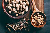 Erdnüsse, mit und ohne Schale (Aufsicht)